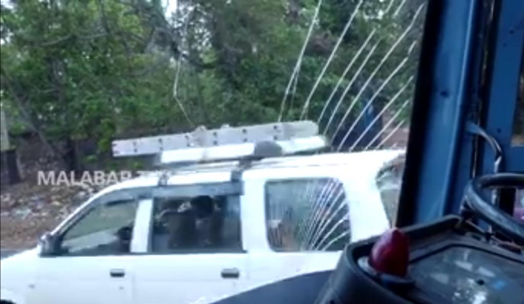ksrtc attacked at chenakkal