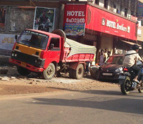 vaikathoor-lorry