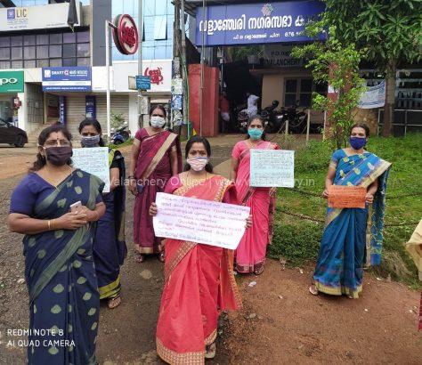mahila-morcha-valanchery-protest