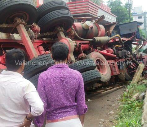 angadippuram-truck-accident