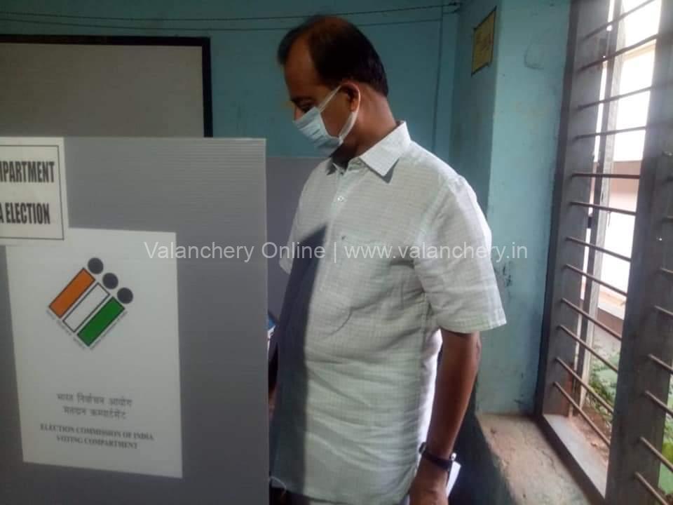 abid-hussain-thangal-cast-vote-2021