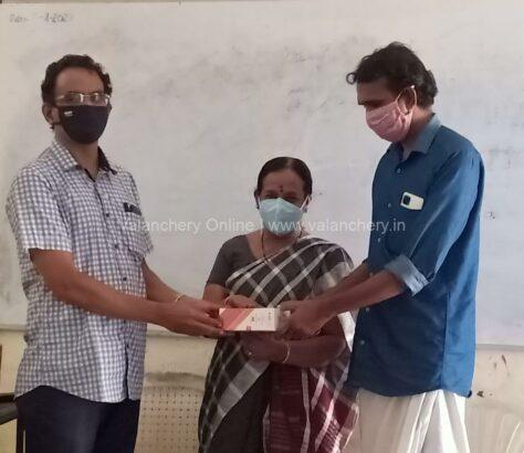 girls-hss-valanchery-teachers-donate