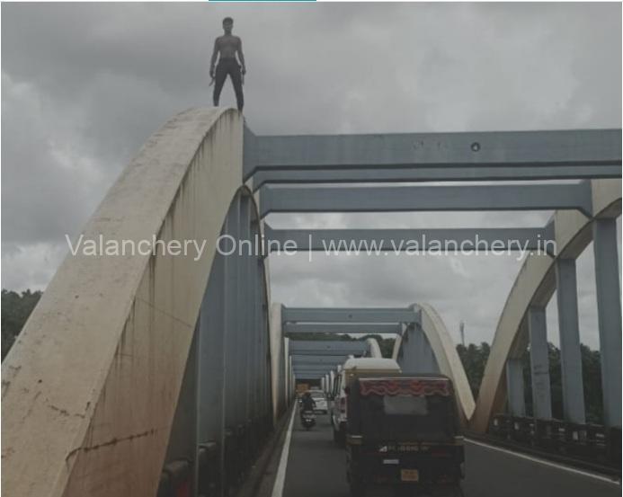 kuttippuram-bridge-man-threat